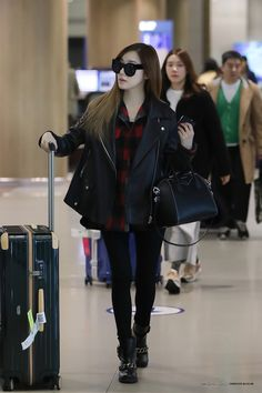 GIRLS GENERATION, the best source for photography, media, news and all things related. Snsd Airport Fashion, Snsd Fashion, Asian Fashion, Girl Fashion, Airport Outfits, Girls' Generation Tiffany, Girls Generation, Snsd Tiffany, Tiffany Hwang