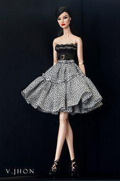 2015 August Fashion Look 1 Barbie Gowns, Doll Clothes Barbie, Barbie Dress, Barbie Fashionista, Fashion Royalty Dolls, Fashion Dolls, Barbie Mode, Barbie Patterns, Vintage Barbie