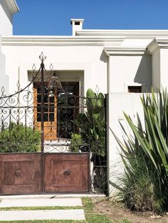 Trendy home rustic exterior patio Ideas Spanish House, Spanish Style, Mobile Home Exteriors, Fachada Colonial, Rustic Exterior, House Entrance, Trendy Home, Inspired Homes, Bars For Home