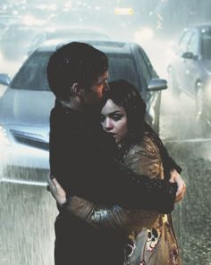 Kissing in the rain <3 Team aria and ezra