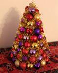 Christmas Craft – DIY Bauble Tree