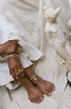 Indian Aesthetic, Black Girl Aesthetic, Beige Aesthetic, Aaliyah, Aesthetic People, Jewelry Photography, Black Women Fashion, Minimalist Jewelry, Fashion Jewelry
