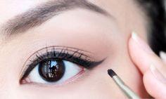 जानिये आँखों के लाइनर को सुंदर बनाने के कुछ टिप्स  Read More-->> http://www.oneworldnews.com/hindi/how-create-beautiful-eye-liner/