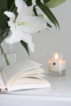 Homevialaura | Gretchen Rubin | The Happiness Project book | Onnellisuusprojekti | Jo Malone scented candle | white lilies