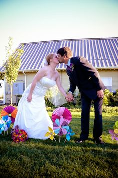 colorful pinwheel barn wedding in Oregon