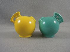 Vintage Salt and Pepper Shakers Yellow/ Green by Findvintagepieces Salt N Peppa, Grain Of Salt, Red Wing Pottery, Antique Pottery, Salt And Pepper Set, Salt Pepper Shakers, Vintage Love, Stuffed Peppers, Antiques
