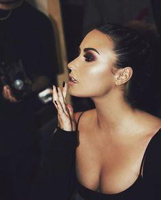 Demi Lovato on Instagram (ddlovato)