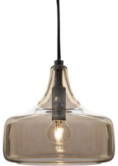 Tyylitietoiselle valaisijalle trendikäs meripihkan väriseksi sisäpinnalta lysteroitu lasikupu heijastaa valon lämpimänä huoneeseen.