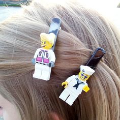 Barrette Show your geek colors with Lego barrettes!Show your geek colors with Lego barrettes! Geek Crafts, Diy Arts And Crafts, Kids Crafts, Lego Jewelry, Jewelry Necklaces, Jewellery, Lego Craft, Lego Toys, Lego Figures