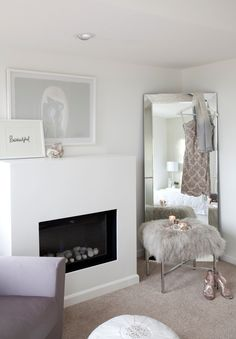 Small bedroom mirror ideas interior design stories bedroom after Large Bedroom Mirror, Living Room Mirrors, Bedroom Mirrors, Full Length Mirror In Bedroom, Wall Mirrors, Dressing Room Mirror, Dressing Room Design, Dressing Rooms, Dressing Area