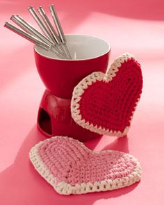 These adorable heart shaped hot pads make great gifts for your favorite host or hostess. Shown in Lily Sugar 'n Cream.