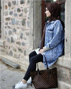 Oversized jean jacket hijab-Casual winter hijab looks – Just Trendy Girls Hijab Casual, Casual Skirt Outfits, Hijab Outfit, Modern Outfits, Chic Outfits, Fashion Outfits, Hijab Look, Hijab Style, Hijab Chic