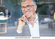 Old Woman Coffee Shop Fotos, imagens e fotografias Stock | Shutterstock