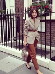 Find tips and tricks, amazing ideas for Miroslava duma. Discover and try out new things about Miroslava duma site Office Fashion, Work Fashion, Fashion Outfits, Womens Fashion, Fashion Trends, Fashion Weeks, Fashion Photo, Baggy Pants, Gray Pants