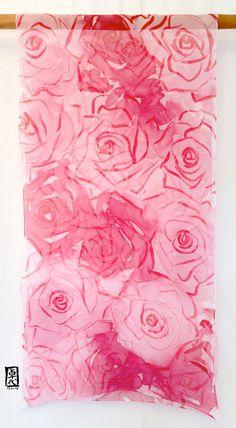 Hand Painted Large Red silk scarf Roses Red por SilkScarvesTakuyo