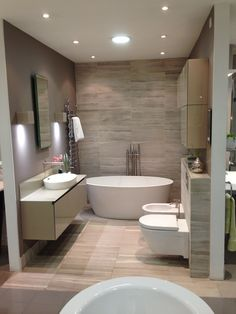 Who Else Wants to Learn About Amazing Rock Wall Bathroom You Need To Impersonate? Simple Bathroom Designs, Bathroom Tile Designs, Bathroom Layout, Modern Bathroom Design, Bathroom Interior Design, Small Bathroom, Master Bathroom, Bathroom Ideas, Budget Bathroom