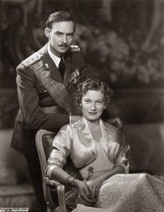 Verlovingsfoto van Groothertog Jan van Luxemburg met Prinses Josephine-Charlotte van België. 1954, bromide foto formaat 16 x 22 cm. Foto gemaakt door Robert Marchand, uit de verzameling van Wilfried Vandevelde.