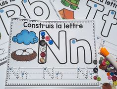 Classroom tips & tricks, resources and teaching ideas for the primary French classroom - immersion or French first-language Teaching The Alphabet, Alphabet Activities, Teaching Writing, Kindergarten Classroom, Kindergarten Activities, Preschool, French Alphabet, French Classroom, La Formation