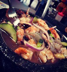 Platillo de mi tierra! MOLCAJETE FRÍO MIXTO DE MARISCOS En el norte del país de Mexico es tradicional encontrar este tipo de platillos gracias a la fresca variedad de pescados mariscos y moluscos que tiene la costa! . . . . #josedomem #shrimp #rawshrimp chef #cheflife #travel #travelblogger #avocado #rawfish #onion #lemon #cucumber #crab #sauce #recipe #recipes #mexico #mexicanfood #sonora #traditionalfood #north #healthyfood #healthy #healthylifestyle #lovefood #canada #montreal #quebec…