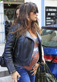 Pregnancy still Rolling on: Penelope Cruz shows off huge baby bump in Stones tongue T-shirt as she wanders around Madrid Penelope Cruz, Stylish Maternity, Maternity Wear, Maternity Fashion, Maternity Styles, Rolling Stones, Bump Style, Fashion Project, Pregnancy Outfits
