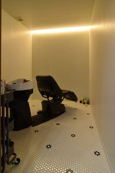 MATILDE シャンプースペース 間接照明とモザイクタイルでリラックスできる空間に