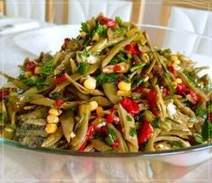 Green Bean Salad with Roasted Peppers - Salat Salad Menu, Salad Dishes, Easy Salad Recipes, Easy Salads, Healthy Recipes, Cottage Cheese Salad, Green Bean Salads, Appetizer Salads, Different Vegetables