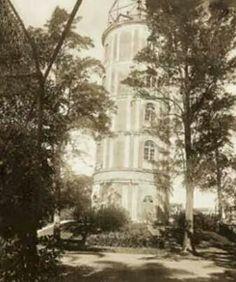 """No governo de João Teodoro (1872-1875) o Jardim da Luz recebeu melhorias. Entre elas um mirante de 20 metros para ser um observatório e batizado jocosamente de """"Canudo de João Teodoro"""". A torre começou a pender para um dos lados e foi demolida em 1900."""