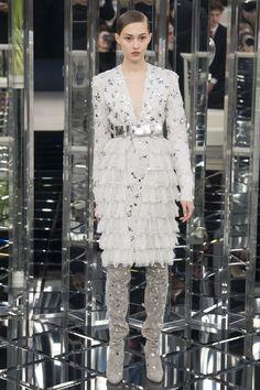 Se a festa for na fazenda, que tal esse vestido Chanel com botas?