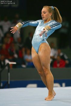 Weltmeisterschaften 2007 Gymnastics Posters, Gymnastics Pictures, Sport Gymnastics, Artistic Gymnastics, Olympic Gymnastics, Gymnastics Leotards, Gymnastics Flexibility, Female Volleyball Players, Gymnastics Photography