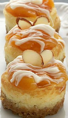 Apricot Almond Mini Cheesecakes Replace with peaches Mini Desserts, Just Desserts, Delicious Desserts, Dessert Recipes, Yummy Food, Mini Cakes, Cupcake Cakes, Cupcakes, Baba Ao Rum