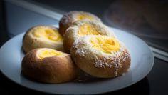 Foto: Eirik Gjesdal / NRK Doughnut, Muffin, Eggs, Breakfast, Desserts, Cakes, Drinks, Cupcake Recipes, Morning Coffee