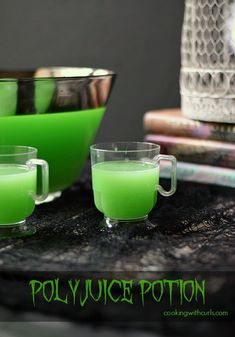 Green Polyjuice Potion: A Spooky Halloween Cocktail for a Party. Lime sherbet, Vodka, Triple Sec, and Lime Soda. recipes for halloween Harry Potter Halloween Party, Halloween Punch, Halloween Cocktails, Halloween Food For Party, Spooky Halloween, Halloween Shots, Halloween Costumes, Halloween Ideas, Halloween Decorations