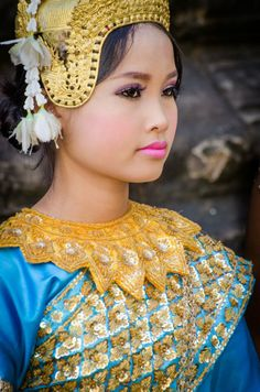 Cambodian Dancer by Alexander Stephan, I love me some Cambodian culture! We Are The World, People Around The World, Asian Woman, Asian Girl, Beautiful World, Beautiful People, Laos, Beauty Around The World, Exotic Beauties