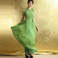 Green Pleated O-Neck Plus Size Sleeveless Maxi Dress