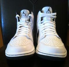 air jordan 1 white black release sample 04 570x553 Air Jordan 1 High White/Black Sample on eBay