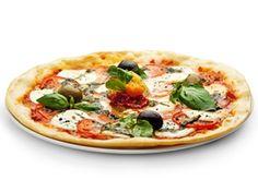 La pizza, c'est pas si mauvais que ça !  La consommation de pizza reste intéressante sur le plan diététique, dans la mesure où les garnitures sont composées d'aliments reconnus pour leur qualité nutritionnelle (tomate, fromage, huile d'olive). Elle représente un plat complet et plutôt sain, en réunissant les principaux groupes alimentaires nécessaire à l'équilibre alimentaire, avec un apport en protéines (viande, œufs,fromage), en glucides (farine), en lipides (huile d'olive) et fibres…