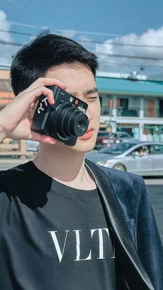 Exo D.o oppa a soprano king with his amazing R&B ,an amazing actor , a marvelous chef, a lovable human and I'm his exo l .