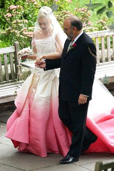 In 2002, No Doubt singer Gwen Stefani embraced a classic style with a unique twist in her custom-made silk faille wedding dress Galliano for Dior gown with a fuchsia dip-dyed skirt.