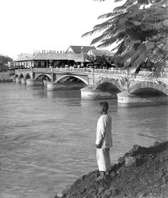 The Bridge of Spain from south side of Pasig River. Manila, Philippines, late or early Century Philippines People, Philippines Culture, Manila Philippines, Philippine Architecture, Ancient Greek Architecture, Gothic Architecture, Vietnam Travel, Asia Travel, Old Pictures
