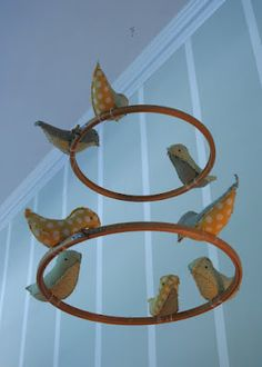 The Crafty Blog Stalker: What Can You Make With an Embroidery Hoop?   Bird mobile.....