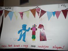 Map juf Ineke: nog 100 nachtjes slapen. De kinderen knippen driehoekjes, ook uit het uniform en de jurk van mama. Zij tekenen mama erbij. De driehoekjes vormen de slinger.