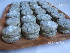Makové koláčiky s citrónovým krémom (fotorecept) - recept Xmas Cookies, Cake Cookies, Czech Recipes, Cheesecake Brownies, Mini Cakes, Sweet Recipes, Baking Recipes, Sweet Tooth, Food And Drink