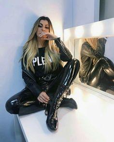 Sxy Lady in black Vinyl Pants Vinyl Leggings, Tight Leggings, Leggings Are Not Pants, Pvc Leggings, Pantene, Fashion Moda, Womens Fashion, Vinyl Trousers, Leather Pants Outfit