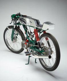 Cafe racer con base ciclomotor.