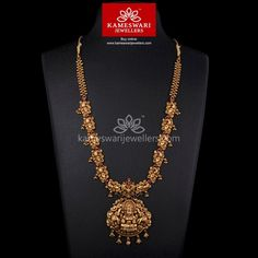 Traditional gold necklaces for women from the house of Kameswari. Shop for antique gold necklace, exquisite diamond necklace and more! Gold Temple Jewellery, Gold Jewellery Design, India Jewelry, Antique Jewellery, Bridal Jewellery, Antique Necklace, Wedding Jewelry, Gold Earrings Designs, Necklace Designs