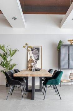 Luci Eetkamerstoel Velvet Groen   Oosterbaan Living Velvet Shop, Retro Design, Office Desk, Dining Table, Lifestyle, Furniture, Home Decor, Products, Velvet