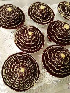 Κεϊκάκια με σοκοφρέτα, σκέτη ζωγραφιά Cupcakes, Cookies, Desserts, Food, Crack Crackers, Tailgate Desserts, Cupcake Cakes, Deserts, Biscuits