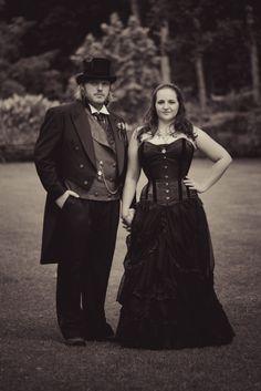 Vintage frames, gears, and books: A spectacular British steampunk wedding | @offbeatbride