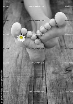 http://www.photaki.com/picture-barefoot_1080368.htm