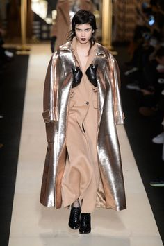 Max Mara Looks to 1930s Berlin for Fall Winter 2016  66f6269de